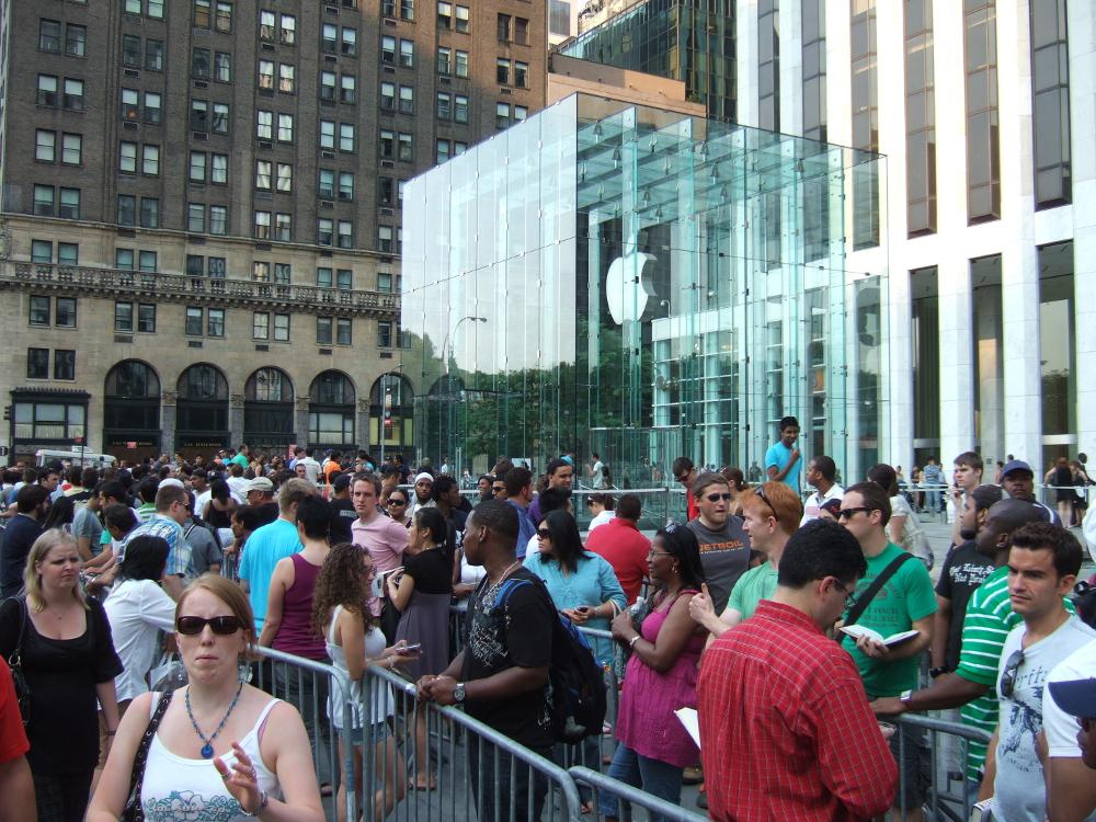 Пускането на нов продукт на Apple винаги изглежда така. Снимка: Wikipedia